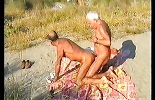 Brunette aneh menunjukkan semua perhiasan nya download gratis video sex jepang